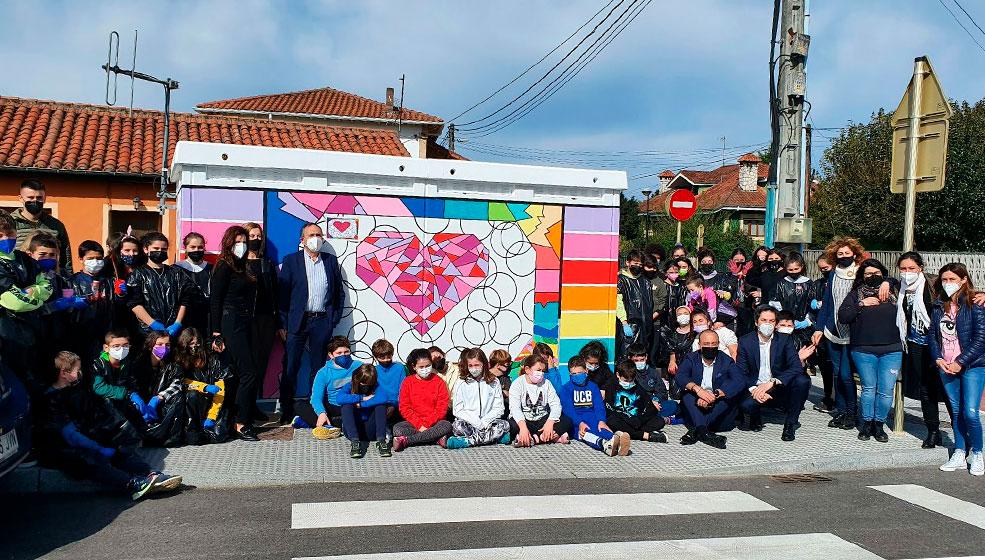 Los escolares torrelaveguenses decoran los cuadros eléctricos del municipio