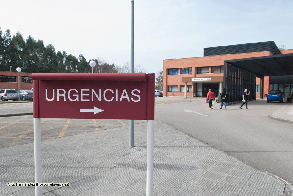 UGT denuncia que Sierrallana colapsa urgencias mientras tiene una planta de hospitalización cerrada