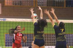 Remontada y triunfo en casa para el Voleibol Torrelavega