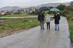 El Gobierno refuerza un camino rural en Reocín para mejorar la accesibilidad al depósito de agua en La Veguilla